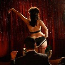 Una spogliarellista in una scena dell'episodio Maidenform di Mad Men