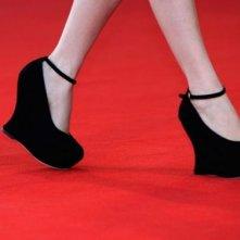Venezia 2008: le particolarissime calzature d'ispirazione fetish indossate da Amira Casar, protagonista di Nuit de chien
