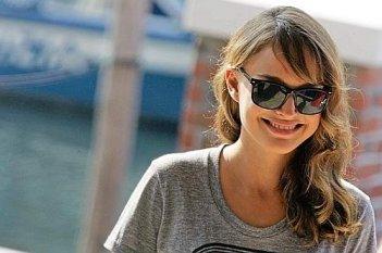 Venezia 2008: Natalie Portman, bellissima anche in t-shirt e occhiali da sole