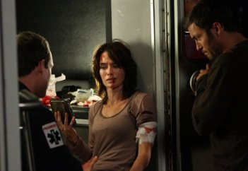 Lena Headey in una scena dell'episodio Samson & Delilah di Terminator: Sarah Connor Chronicles