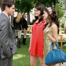 Ashley Newbrough insieme alla collega Lucy Hale nel terzo episodio della prima stagione di 'Privileged'