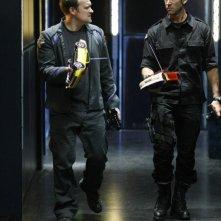 David Hewlett insieme a Joe Flanigan nell'episodio 'The Prodigal' della serie Stargate Atlantis