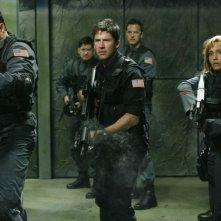 Joe Flanigan e Rachel Luttrlell nell'episodio 'First Contact' della serie Stargate Atlantis