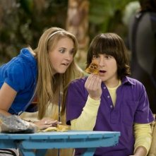 Emily Osment e Mitchel Musso in una scena di Hannah Montana