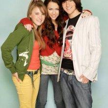 Miley Cyrus, Emily Osment e Mitchel Musso in una foto promozionale di Hannah Montana