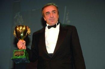 Silvio Orlando con la Coppa Volpi ricevuta a Venezia 65. per la sua interpretazione ne 'Il papà di Giovanna' di Pupi Avati