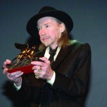 Werner Schroeter con il Leone speciale ricevuto a Venezia 65. per 'Nuit de chien'