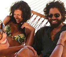 Adrian Grenier barbuto e spensierato nell'episodio 5x01 Fantasy Island di Entourage
