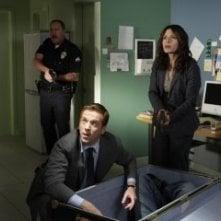 Damian Lewis e Sarah Shahi in una scena dell'episodio Find Your Happy Place di Life