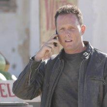 Dean Winters in un momento dell'episodio The Mousetrap di Terminator: The Sarah Connor Chronicles