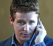 Kevin Connolly in una scena dell'episodio 5x01 Fantasy Island di Entourage