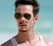 Kevin Dillon in una scena dell'episodio 5x01 Fantasy Island di Entourage