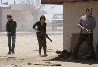Lena Headey, Brian Austin Green e Dean Winters in una scena dell'episodio The Mousetrap di Terminator: The Sarah Connor Chronicles