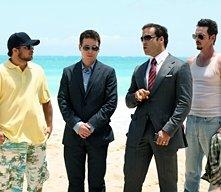 Turtle, E, Ari e Drama sulla splendida spiaggia dell'episodio 5x01 Fantasy Island di Entourage
