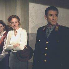 Alba Rohrwacher con Francesca Neri ed Ezio Greggio in una scena del dramma Il papà di Giovanna