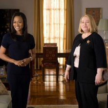 Robin Givens e Kathy Bates in una scena del film The Family That Preys