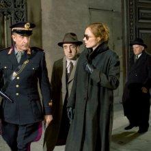 Silvio Orlando con Francesca Neri ed Ezio Greggio in una scena del dramma Il papà di Giovanna