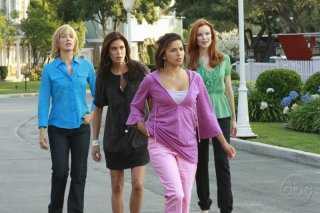 Teri Hatcher, Felicity Huffman, Marcia Cross ed Eva Longoria nell'episodio 'You're gonna love tomorrow' della serie tv Desperate Housewives
