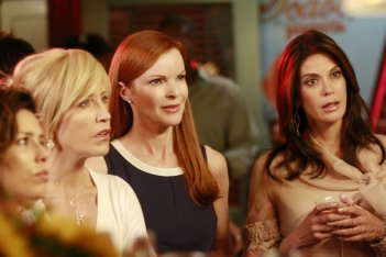 Teri Hatcher, Felicity Huffman, Marcia Cross nell'episodio 'You're gonna love tomorrow' della serie tv Desperate Housewives