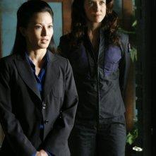 Anna Galvin insieme a Tamlyn Tomita in un momento dell'episodio 'Remnants' della serie Stargate Atlantis