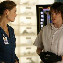 Emily Deschanel e Eric Millegan nell'episodio 'The Perfect Pieces in the Purple Pond' della serie Bones