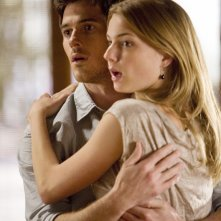 Emily VanCamp e Dave Annable in una scena  dell'episodio 'Glass Houses' della serie Brothers & Sisters