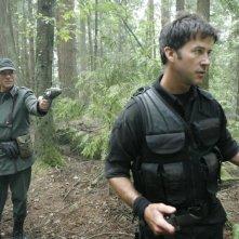 Robert Davi insieme a Joe Flanigan nell'episodio 'Remnants' della serie Stargate Atlantis