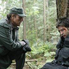 Robert Davi insieme a Joe Flanigan nell'episodio 'Remnants' della serie tv Stargate Atlantis
