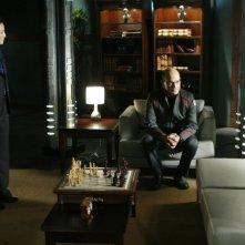 Tamlyn Tomita e Robert Picardo in un momento dell'episodio 'Remnants' della serie Stargate Atlantis