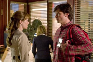 Erica Durance e Tom Welling durante in un momento dell'episodio 'Plastique' della serie Smallville