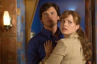 Erica Durance e Tom Welling durante una scena dell'episodio 'Plastique' della serie Smallville