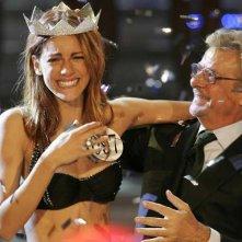 Miriam Leone, Miss Italia 2008, incoronata dal 'superpresidente' di giuria, Giancarlo Giannini