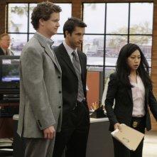 Jonathan LaPaglia insieme a Liza Lapira e Jonathan Mangum nella sesta stagione di NCIS, episodio: Last man standing
