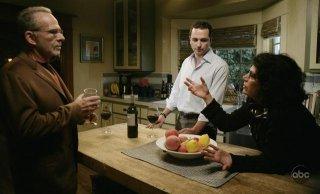 Ron Rifkin insieme a Matthew Rhys mentre si trova sul set del terzo episodio della serie Brothers & Sisters: Tug of war