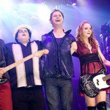 Teddy Geiger, Josh Gad, Emma Stone e Rainn Wilson in una scena del film The Rocker - Il batterista nudo