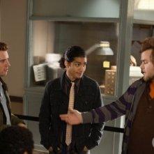 Bret Harrison, Rick Gonzalez e Tyler Labine nell'episodio Il poliziotto della serie Reaper