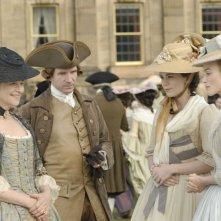 Charlotte Rampling, Ralph Fiennes, Hayley Atwell e Keira Knightley in una scena del film La duchessa