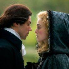 Dominic Cooper e Keira Knightley in una sequenza del film La duchessa