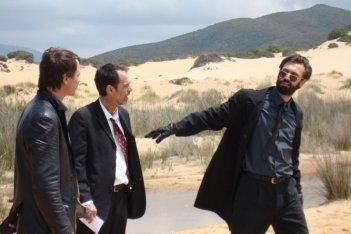 Fabrizio Gifuni, Luciano Curreli e Jerome Duranteau in una sequenza del film Beket