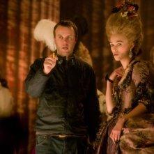 Il regista Saul Dibb e Keira Knightley sul set del film La duchessa