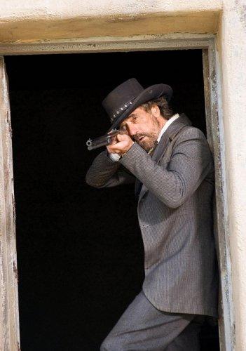 Jeremy Irons interpreta il rancher Randall Bragg nel film Appaloosa