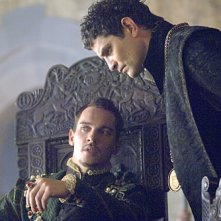 Jonathan Rhys Meyers insime a James Frain nella serie televisiva I Tudors - Scandali a corte