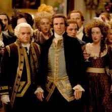 Ralph Fiennes in una scena de La duchessa