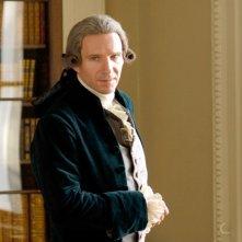 Ralph Fiennes in una scena del film La duchessa