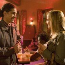 Rick Gonzalez e Lucy Davis nell'episodio Voglia di paternità della serie Reaper
