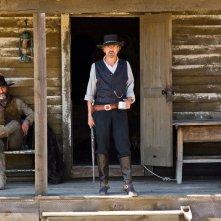 Timothy V. Murphy e Jeremy Irons in una scena del film Appaloosa