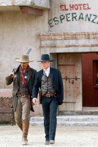 Viggo Mortensen e Ed Harris in una sequenza del western Appaloosa