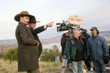 Viggo Mortensen e Ed Harris sul set del film Appaloosa