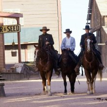 Viggo Mortensen, Jeremy Irons e Ed Harris in una scena del film Appaloosa