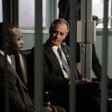 Alimi Ballard e Keith Carradine nell'episodio 'Blowback' della serie Numb3rs